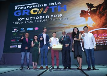 (from left) Spectrum Outdoor executive director Henry Low, Olive Tree Hotel executive director Andrea Cheah, StudioHawk founder Harry Sanders, MALAYSIA SME® group CEO and group chief editor Wayne Lim, SME Corporation Malaysia chairman Datuk Seri Syed Hussein Al Habshee, Ofounders founder and coach Inga Stasilionyte and Oxwhite founder CK Chang