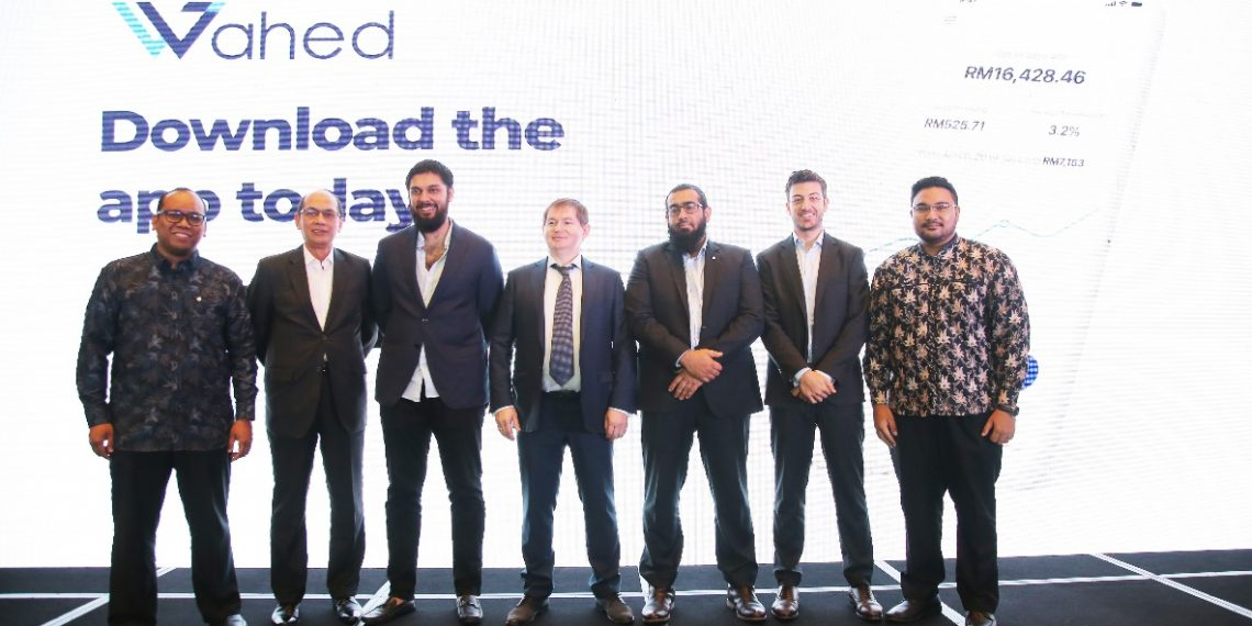(From left to right): Mohd Izzat Fadhli, Country Executive Director (Malaysia) of Wahed Inc; Mohd Yuzaidi Mohd Yusoff, the Non-Executive Independent Director, Malaysia Digital Economy Corporation Sdn Bhd (MDeC) ; Junaid Wahedna, Founder and Chief Executive Officer of Wahed Inc; Linar Yakupov, Advisor of Wahed Inc; As'ad Layth, VP of Business Development, Wahed Inc; Kareem Tabaa, Chief Product Officer of Wahed Inc and Syakir Hashim, Director and Chief Executive Officer of APAC, Wahed Inc